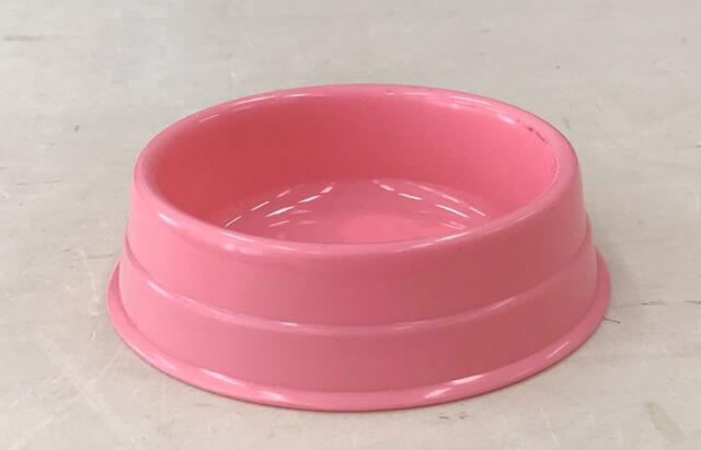 プラスチックの餌皿