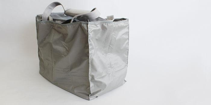 まち付きだからバッグが安定する