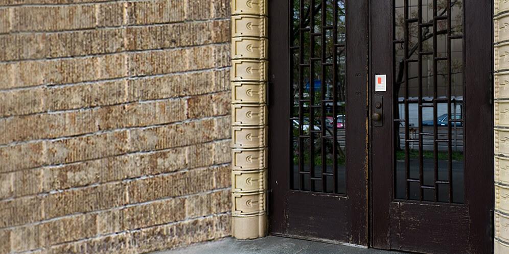 ドアからの猫の脱走を防ぐ